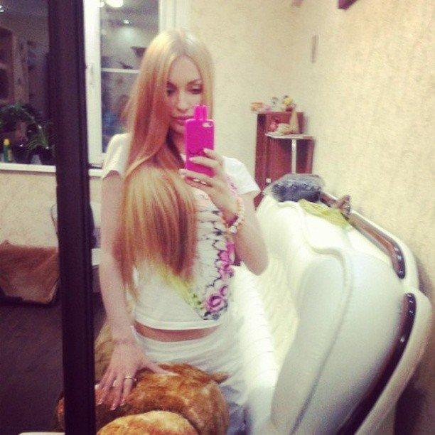 блондинки фотографии в доме