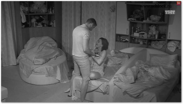 Девушка раздевает мужчину на сцене 6 фотография