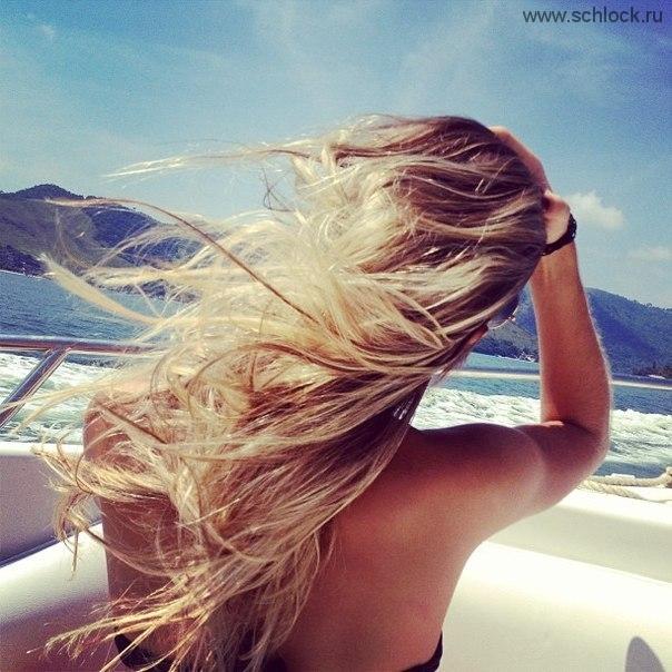 Фото блондинок на море со спины на аву