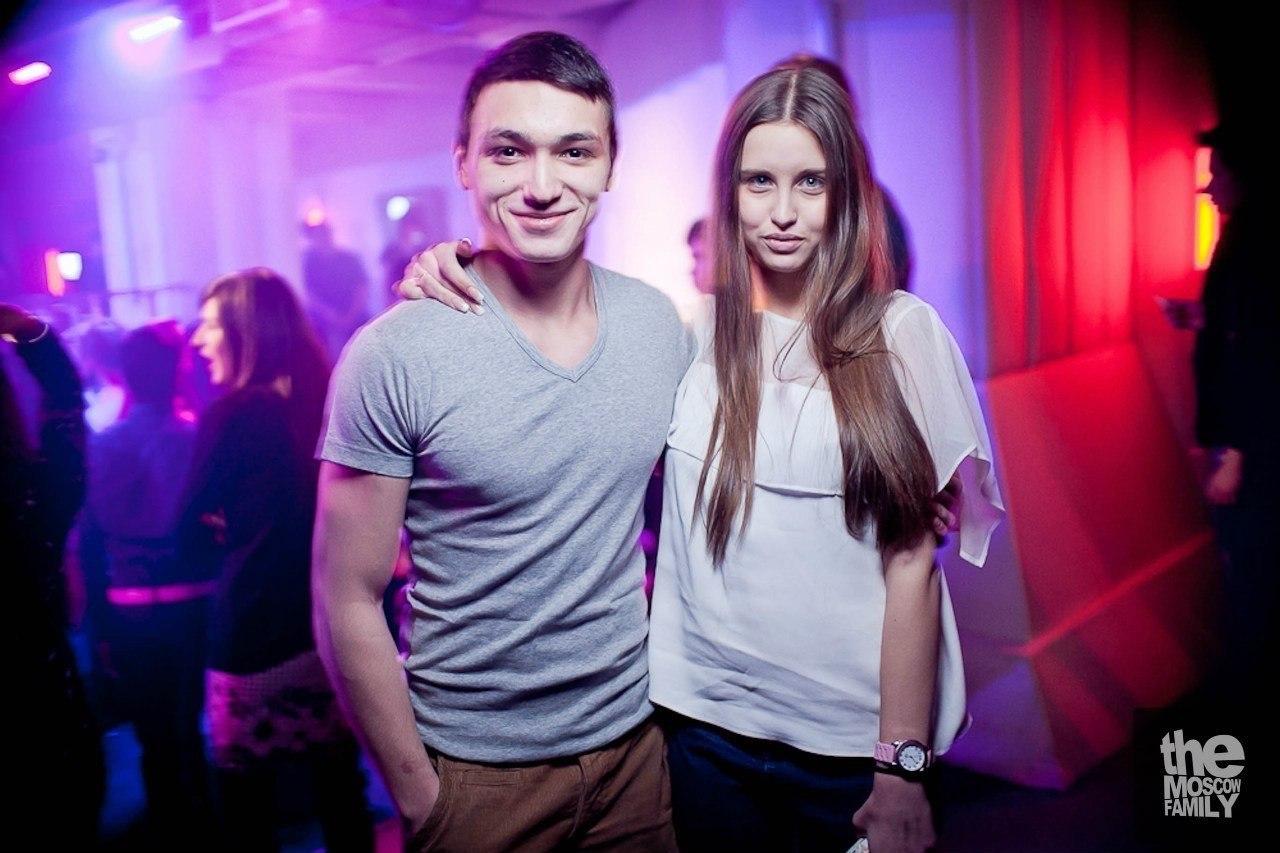 Настя Киушкина в клубе с фанатами