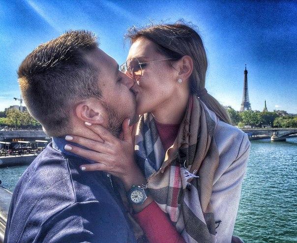 Игорь и Элла наслаждаются Парижем
