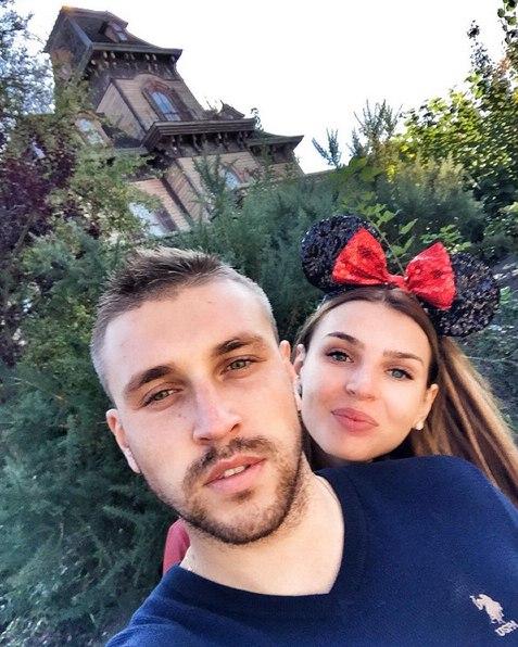 Игорь и Элла в парижском Диснейленде