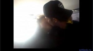 Гаути целуется с мужчиной