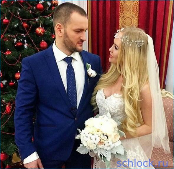 Разводятся через три месяца после свадьбы