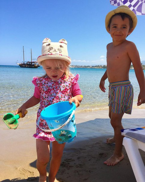 Сёстры Агибаловы с детьми на Кипре 29.04.16