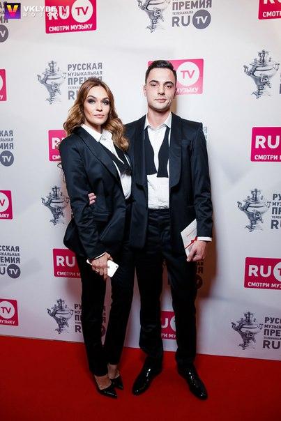Ведущие и бывшие участники на  на Премии Rutv