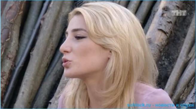 Две блондинки-сплетницы – налетай, подешевело