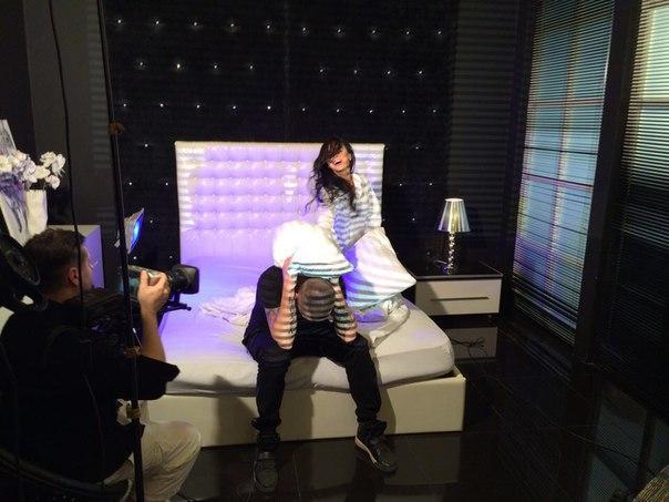 Виктория Романец на съемках клипа