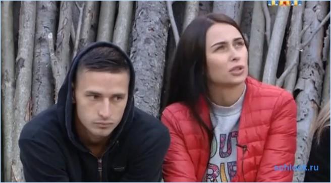 Богдана и Анастасию вышвырнули из комнаты