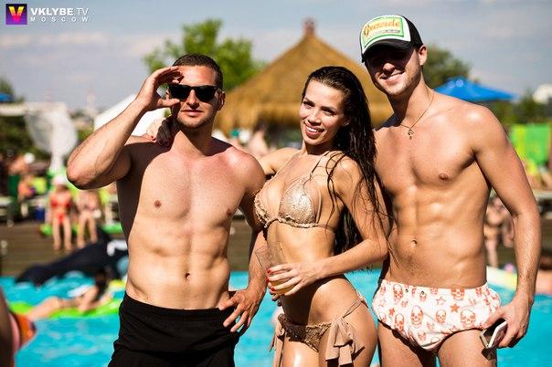 Инесса Шевчук и Ольга Бузова в пляжном клубе (2 июля)