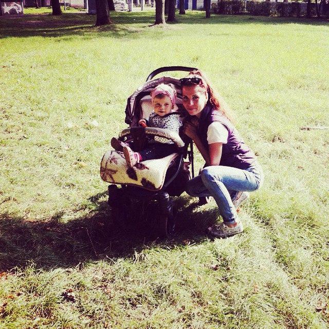 Саша Гозиас с дочкой до проекта (19 сентября)
