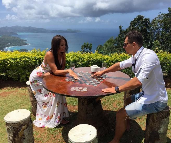 Свежие фото с Острова любви (23 сентября)