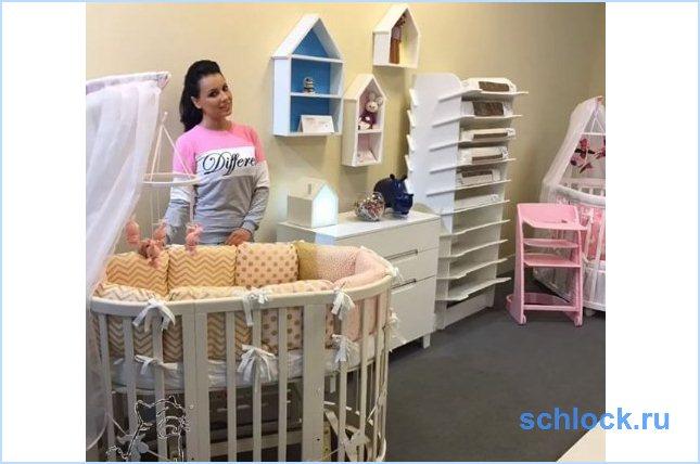 Нелли Ермолаева принимает поздравления с беременностью