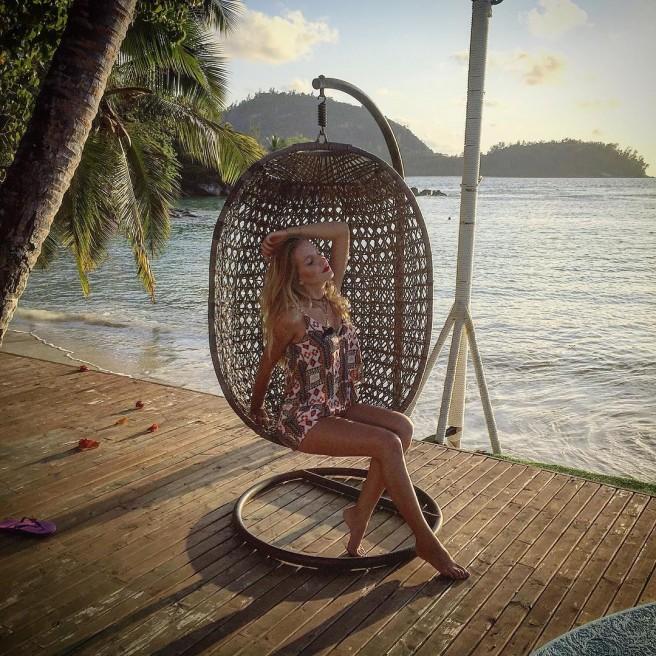 Свежие фото с Острова любви (18 октября)
