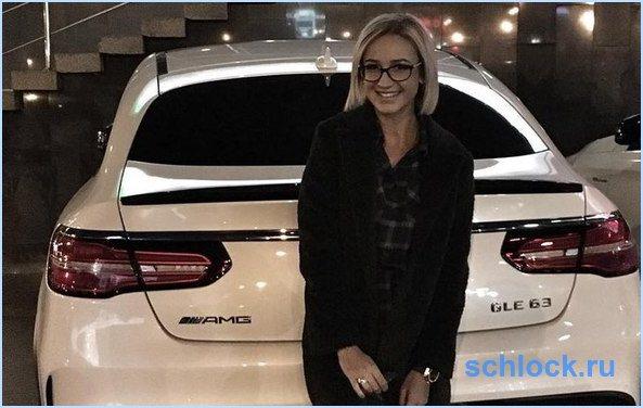 Бузова лишилась автомобиля, подаренного ей мужем