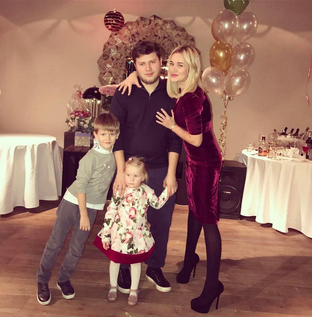 Бушина с мужем и детьми фото