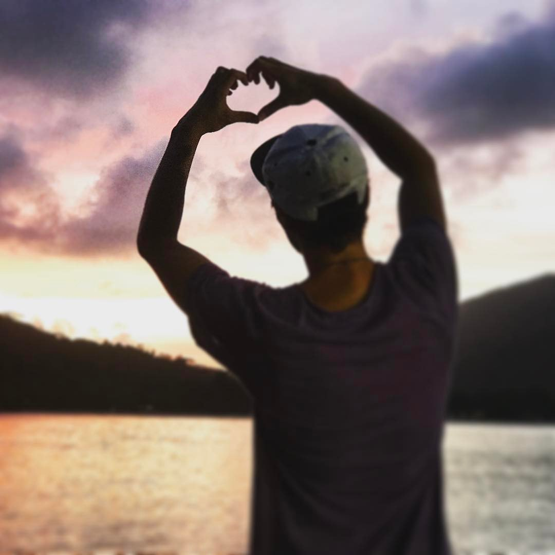 Свежие фото с Острова любви (2 июня)