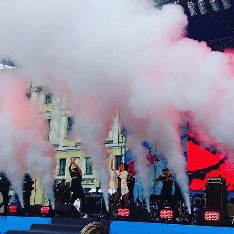 Концерт Ольги Бузовой в Питере в честь дня России